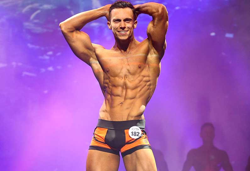 WBFF PRO FITNESS MODEL